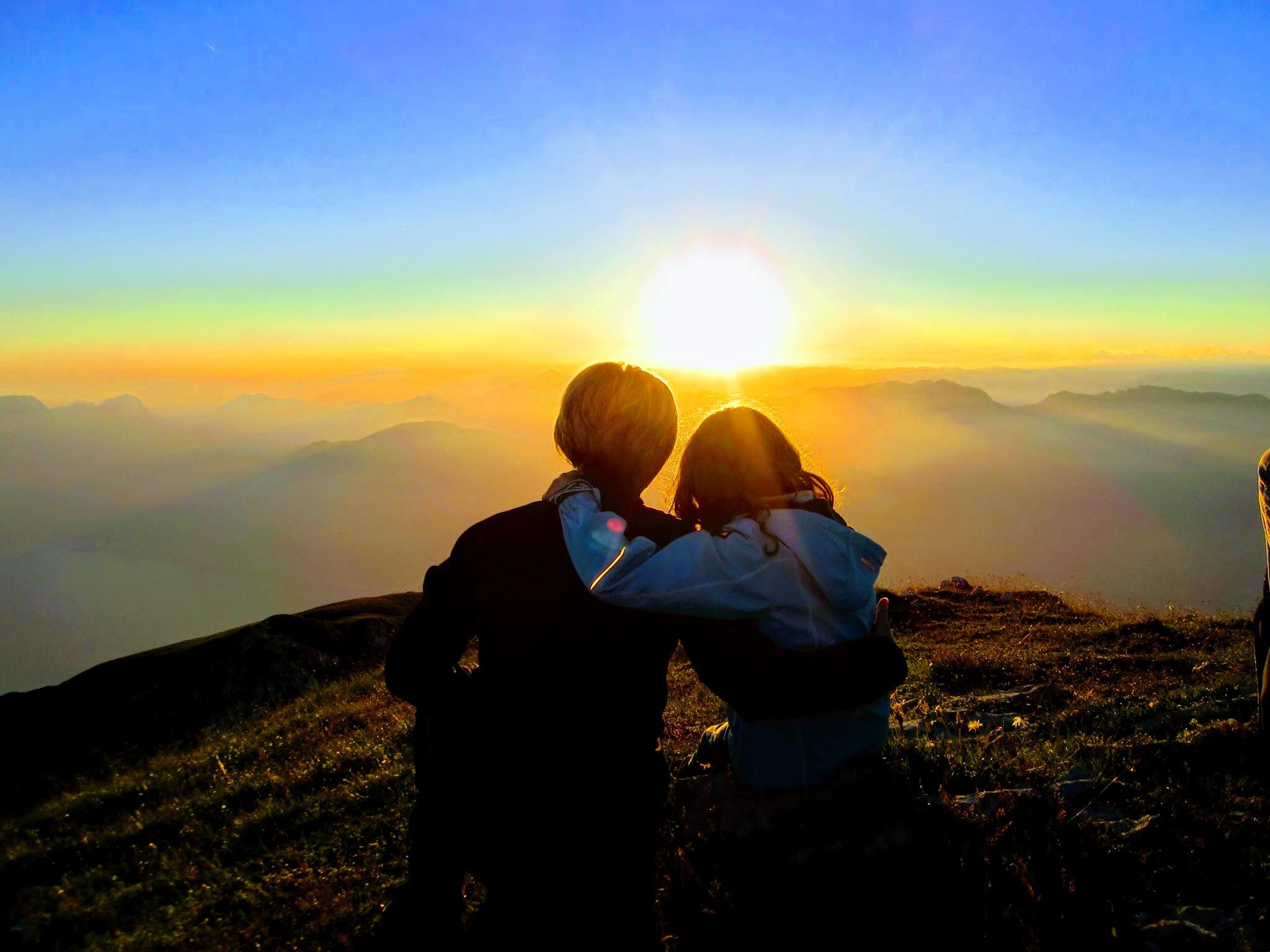 Zonsondergang vanaf bergtop