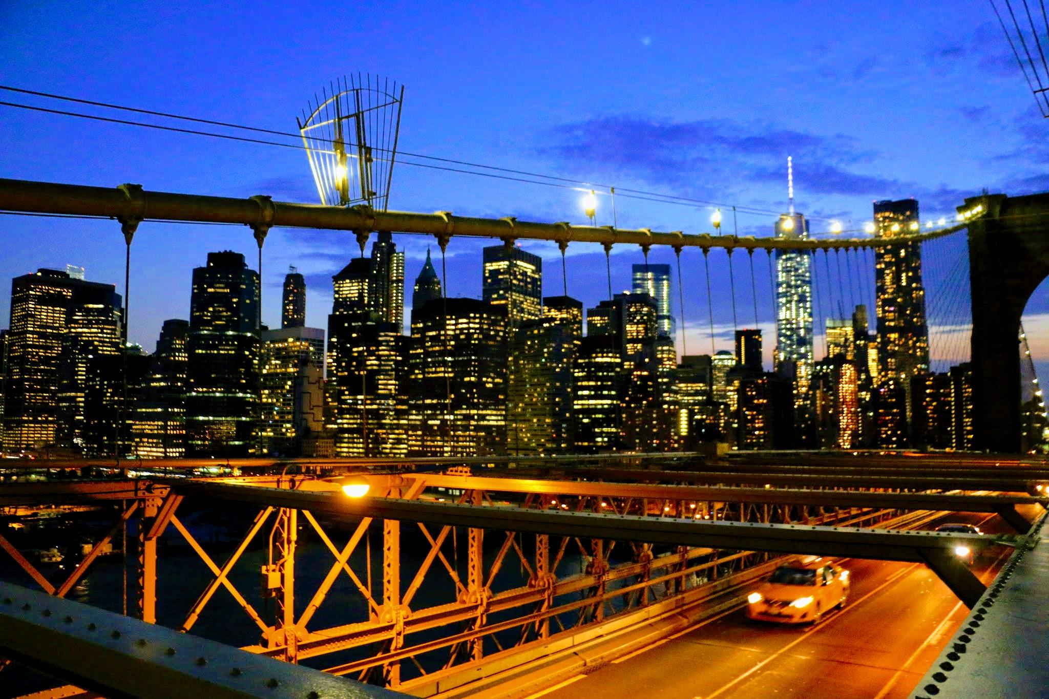 Over de Brooklyn bridge wandelen