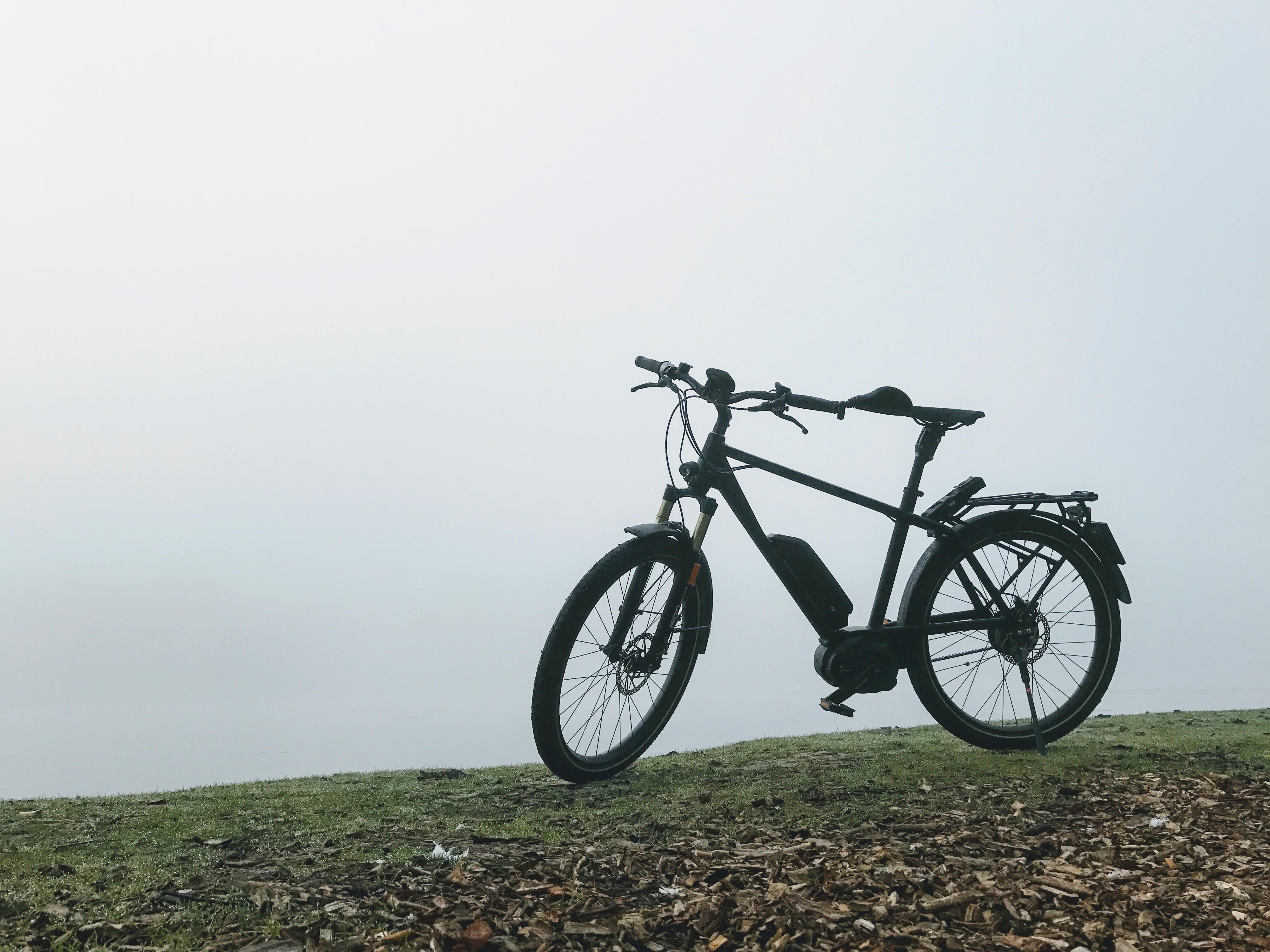 Een elektrische fiets met riemaandrijving