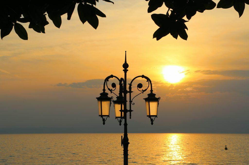 Zonsondergang in Lazise aan het Gardameer
