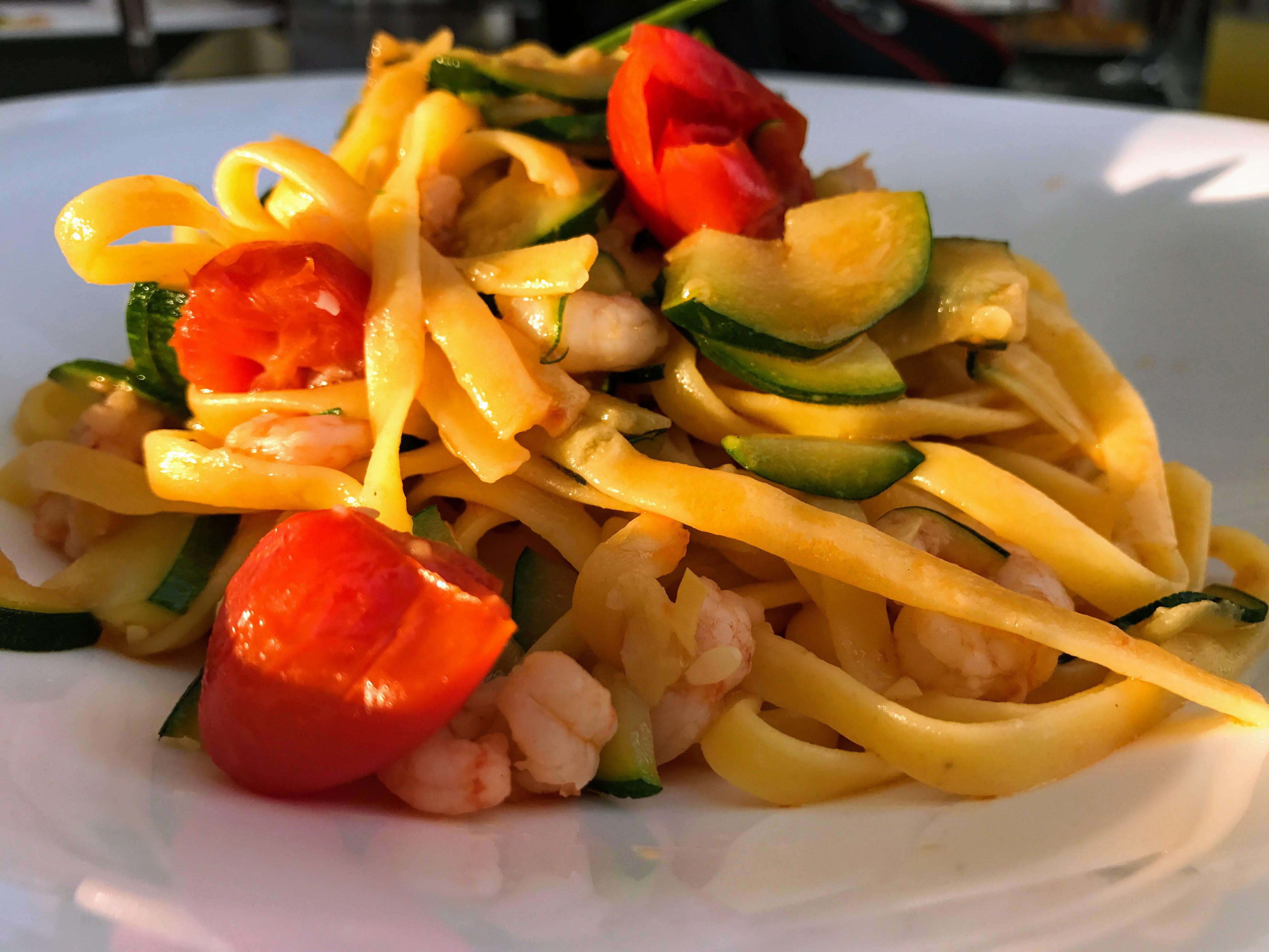 Pasta met courgettes en garnalen
