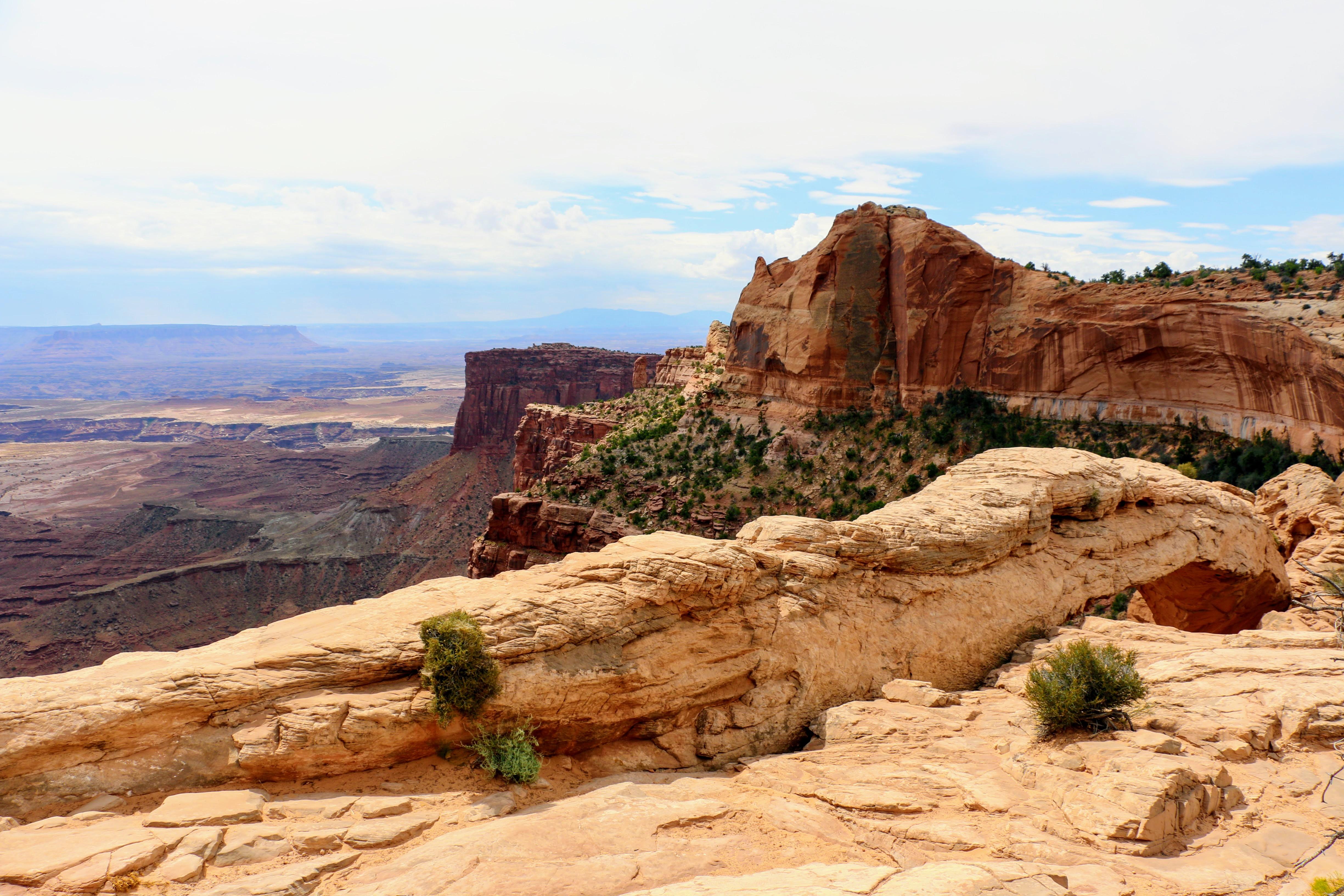 De Mesa Arch in Utah van boven bekeken