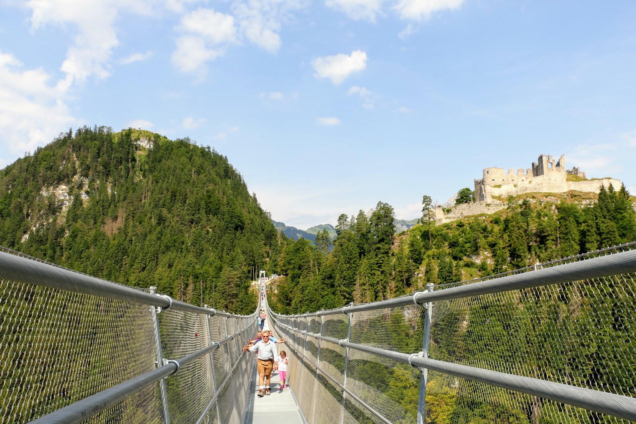 Voetgangershangbrug in Reutte Oostenrijk
