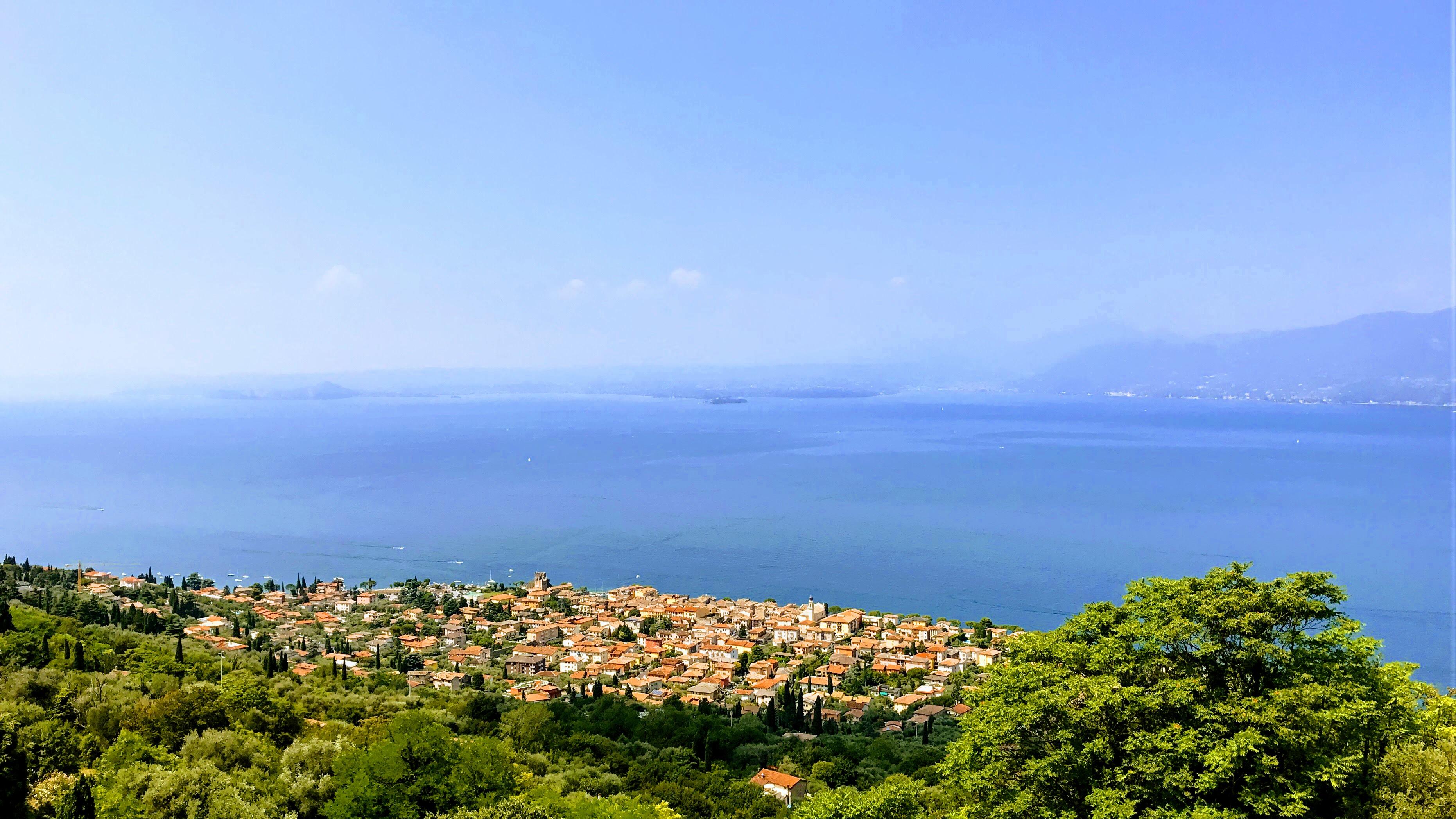 Uitzicht over het Gardameer
