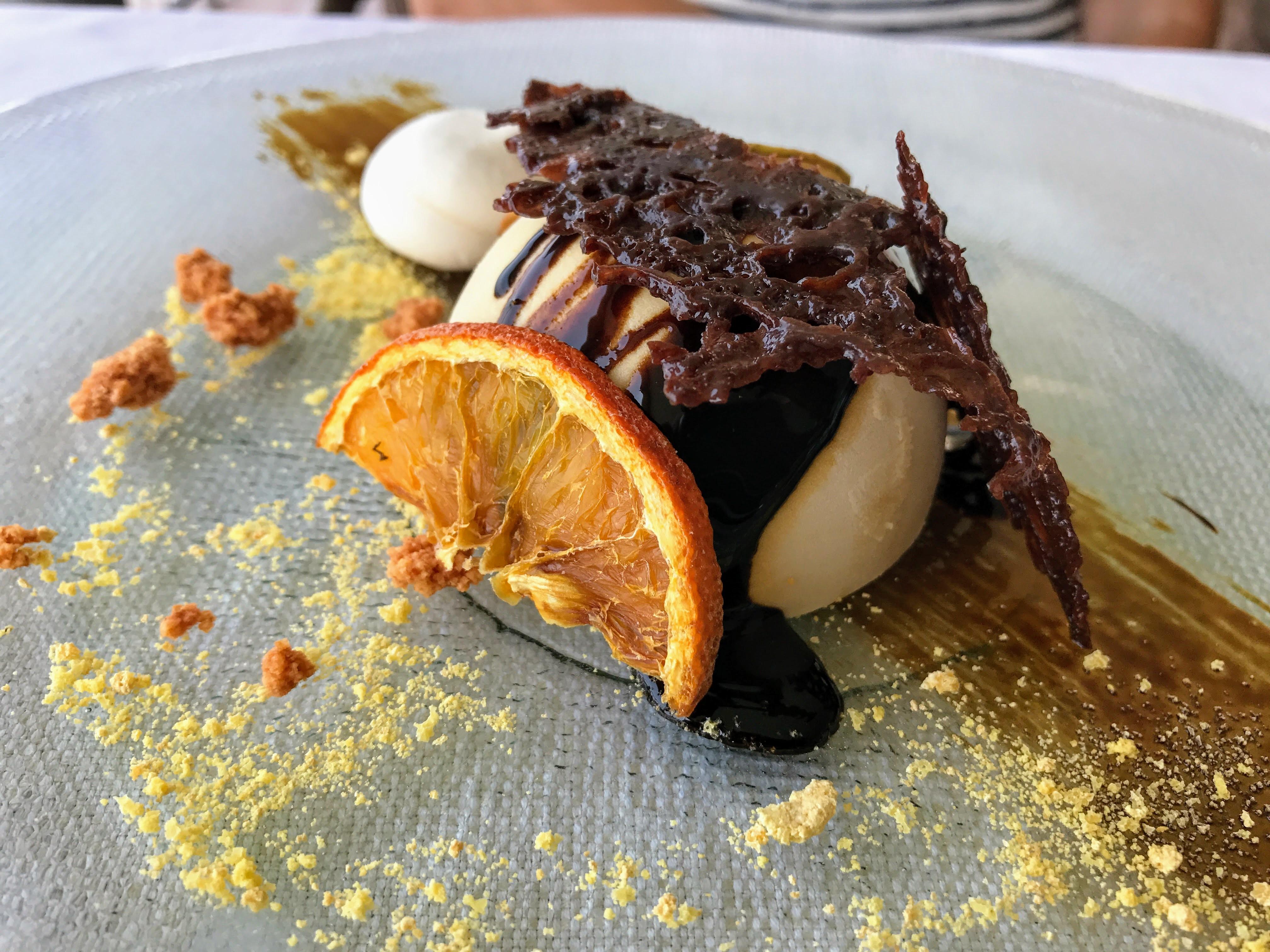 Een heerlijke dessertje eten aan het Gardameer