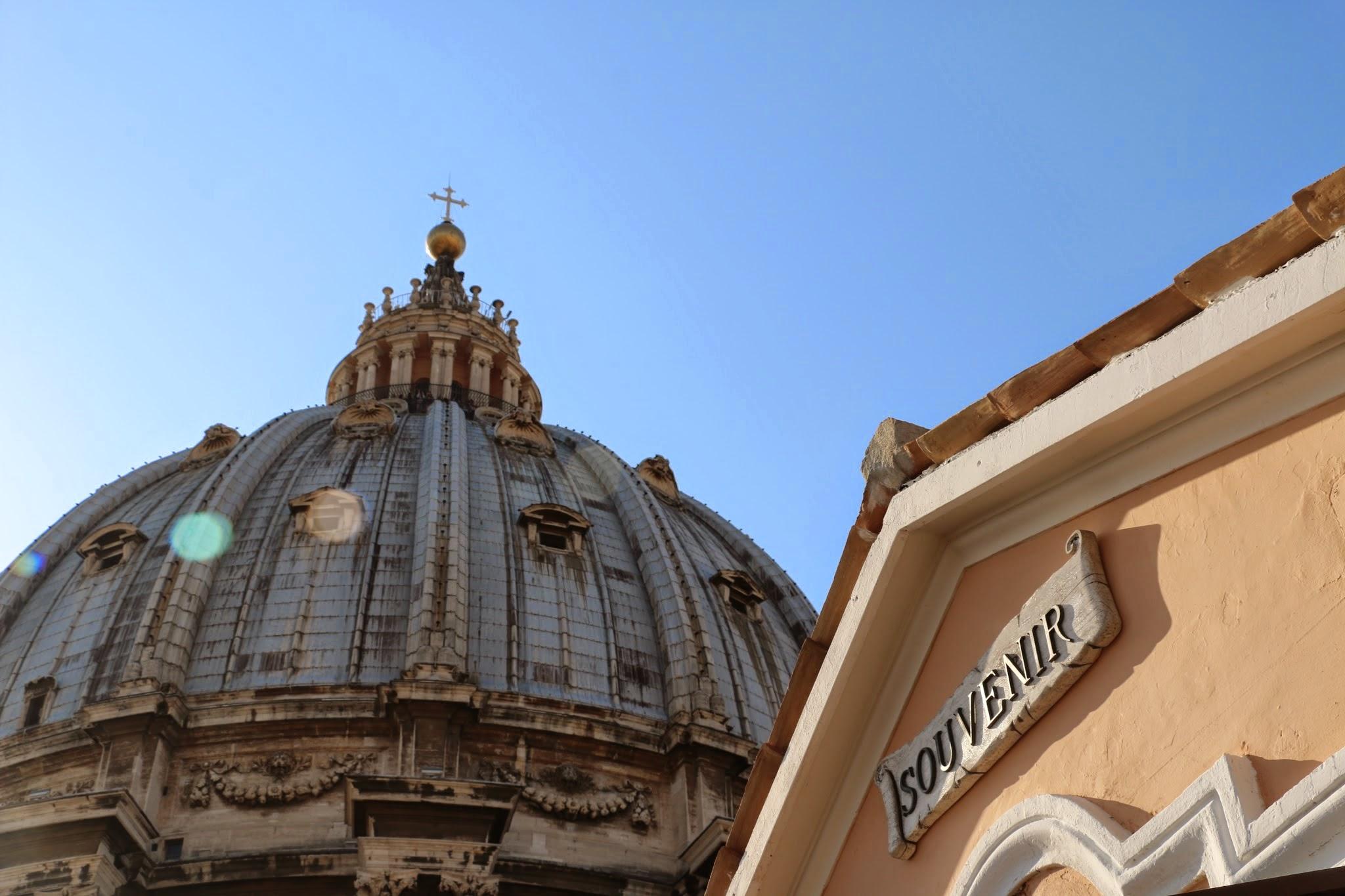Souvenirwinkeltje Dak van de Sint-Pietersbasiliek in Rome