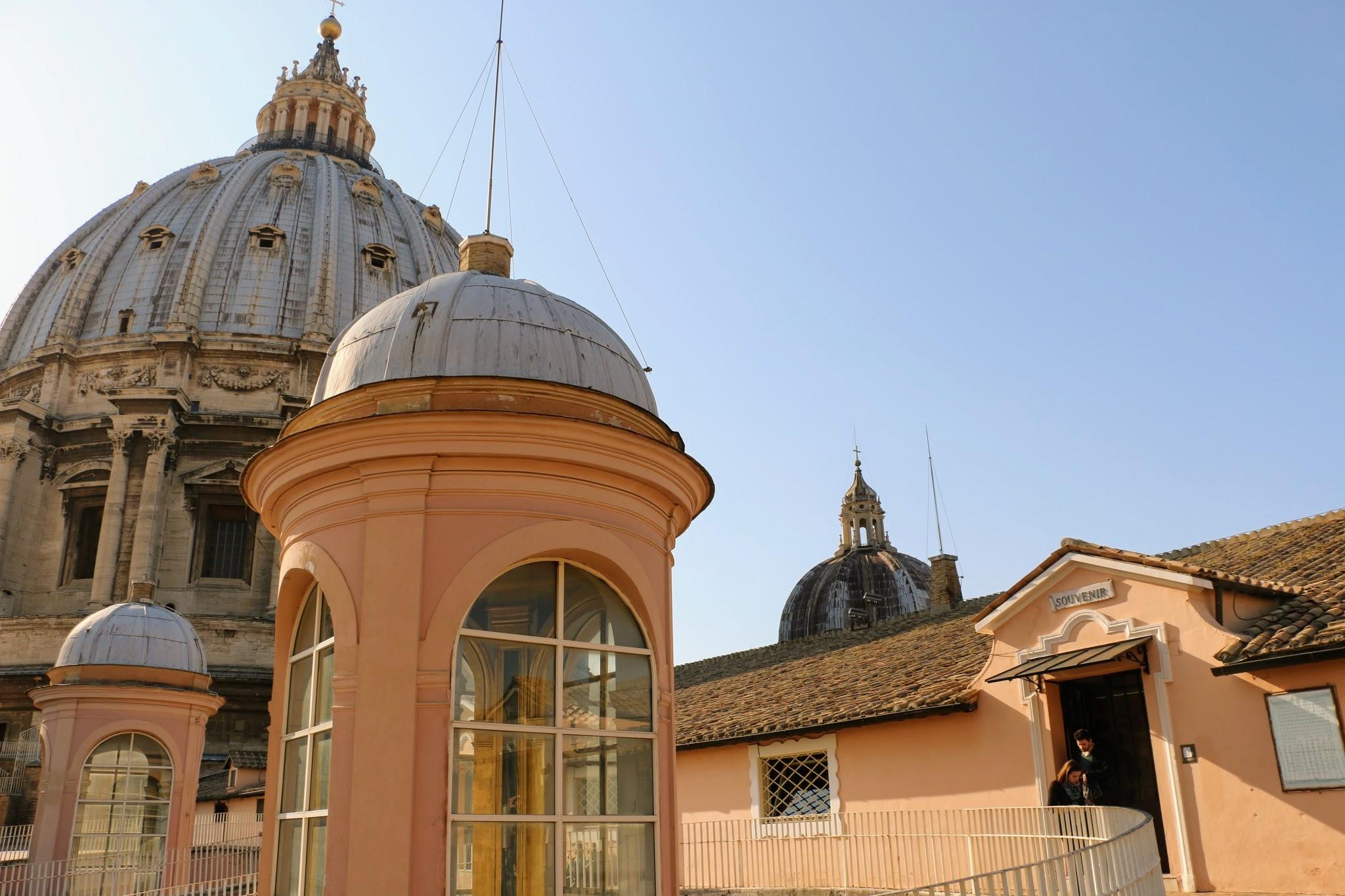 het dak van de Sint-Pietersbaseliek in Rome
