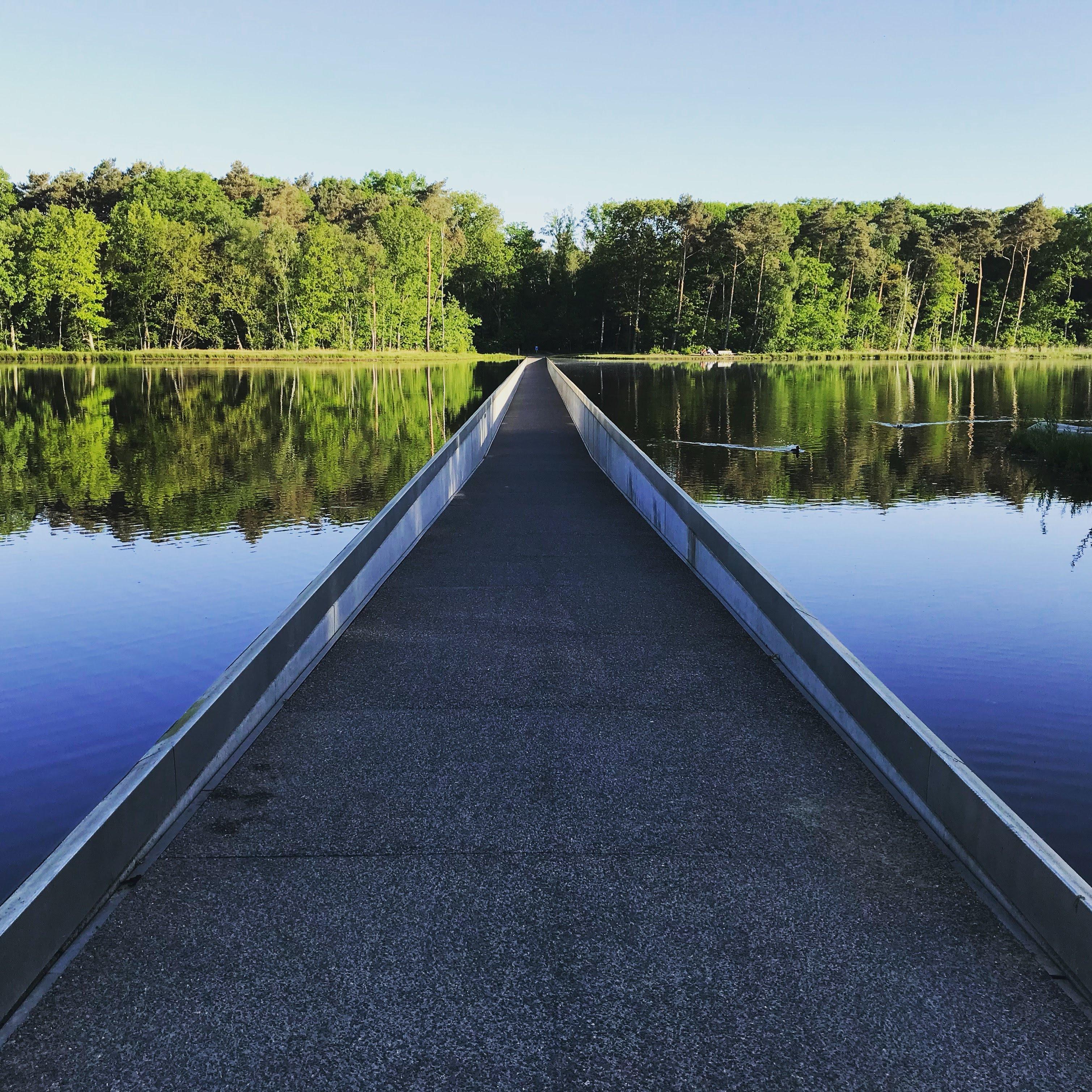 Fietsen door het water in Limburg