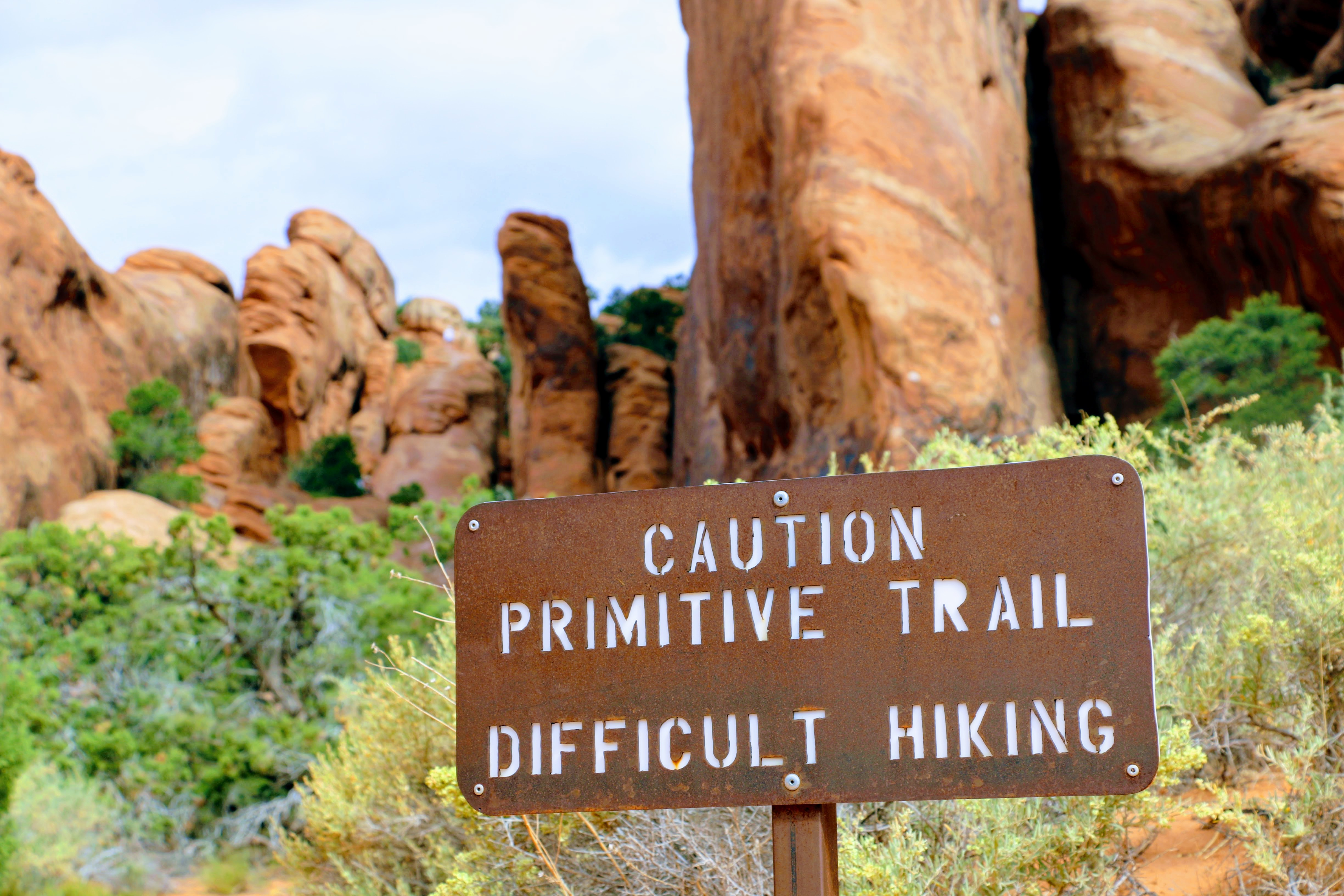 Cuation Primitive Trail Difficult Hiking sign