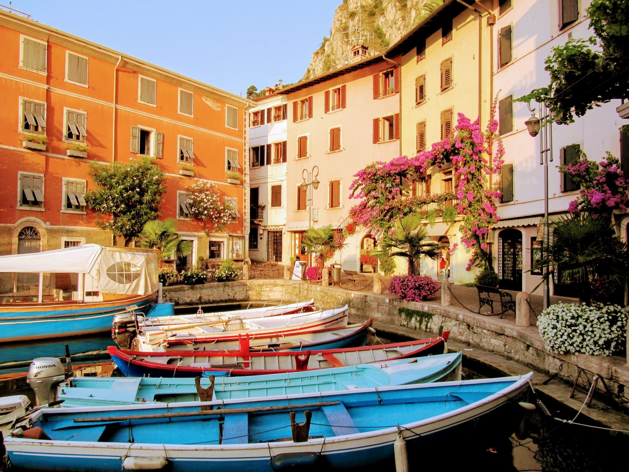 Het oude haventje van Limone sul Garda