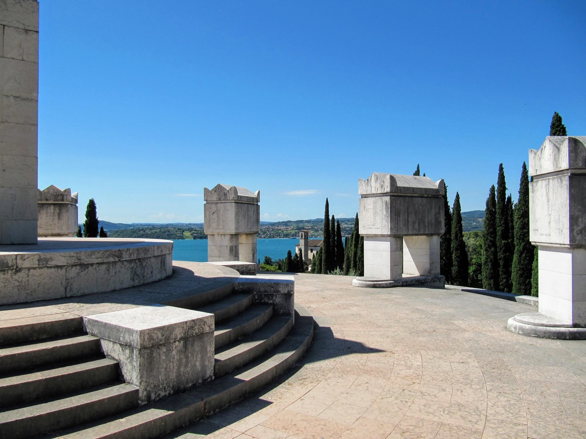 Mausoleum Gardone Riviera Gardameer