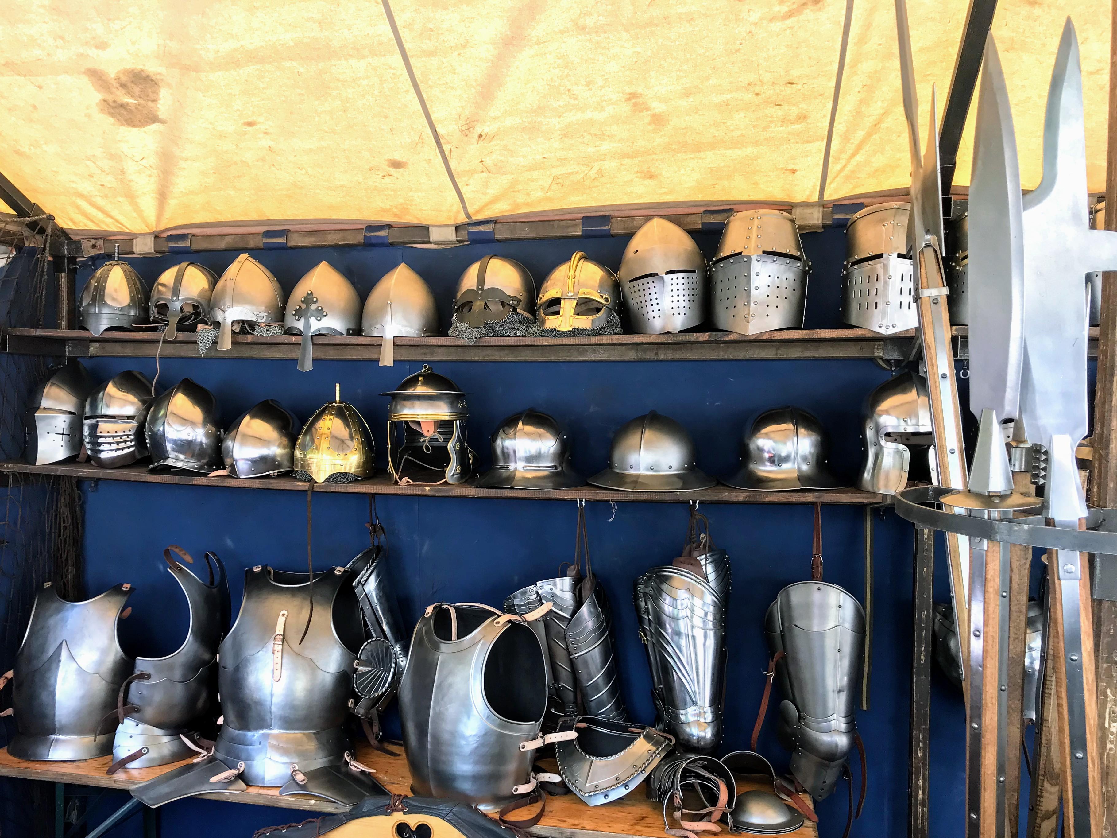 Echte metalen helmen van ridders kopen