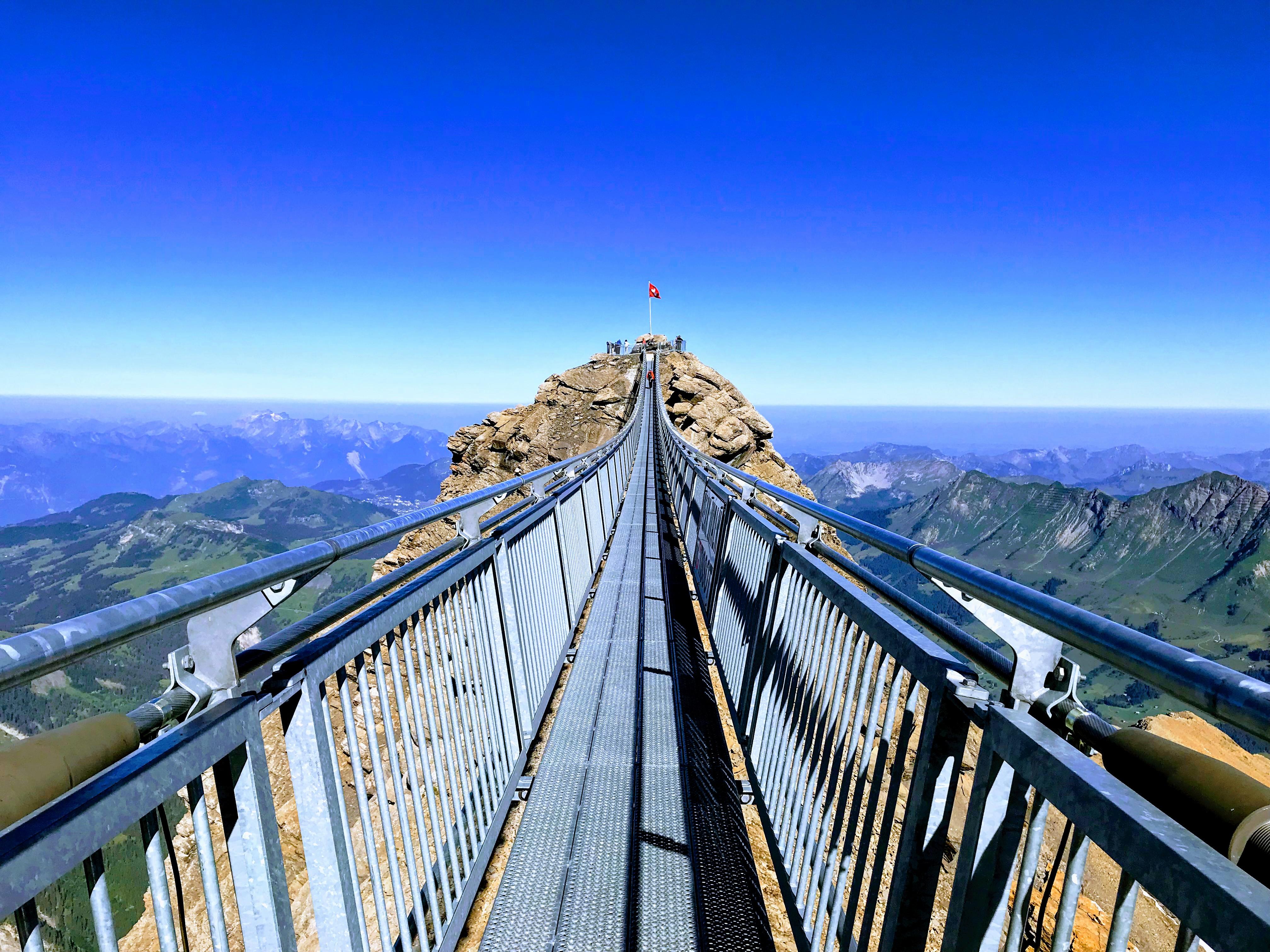 Peak Walk - hangbrug Down the Road TV1