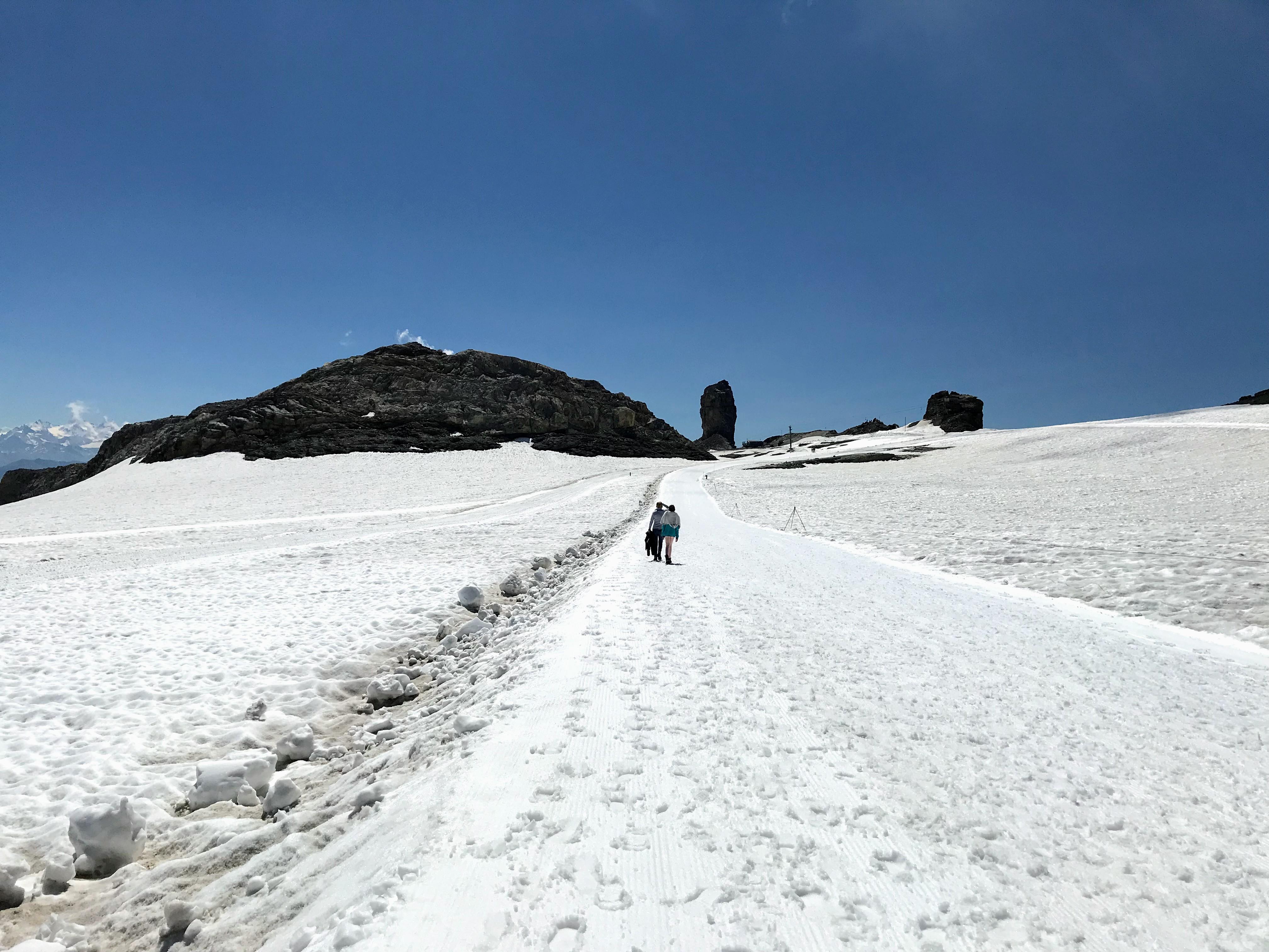 Zomerwandeling in de sneeuw - Glacier 3000 Zwitserland