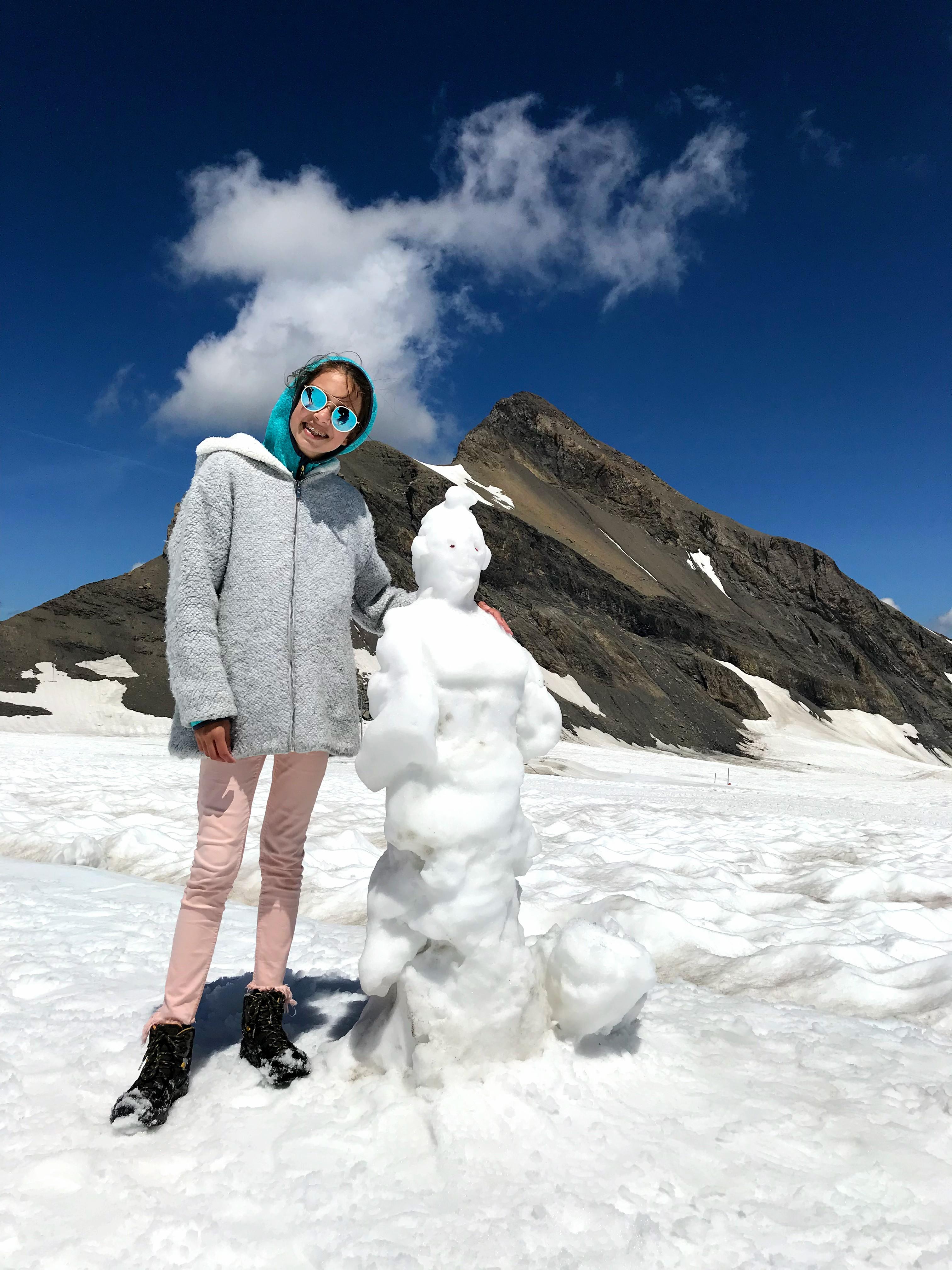Wandelen op een gletsjer in Zwitserland