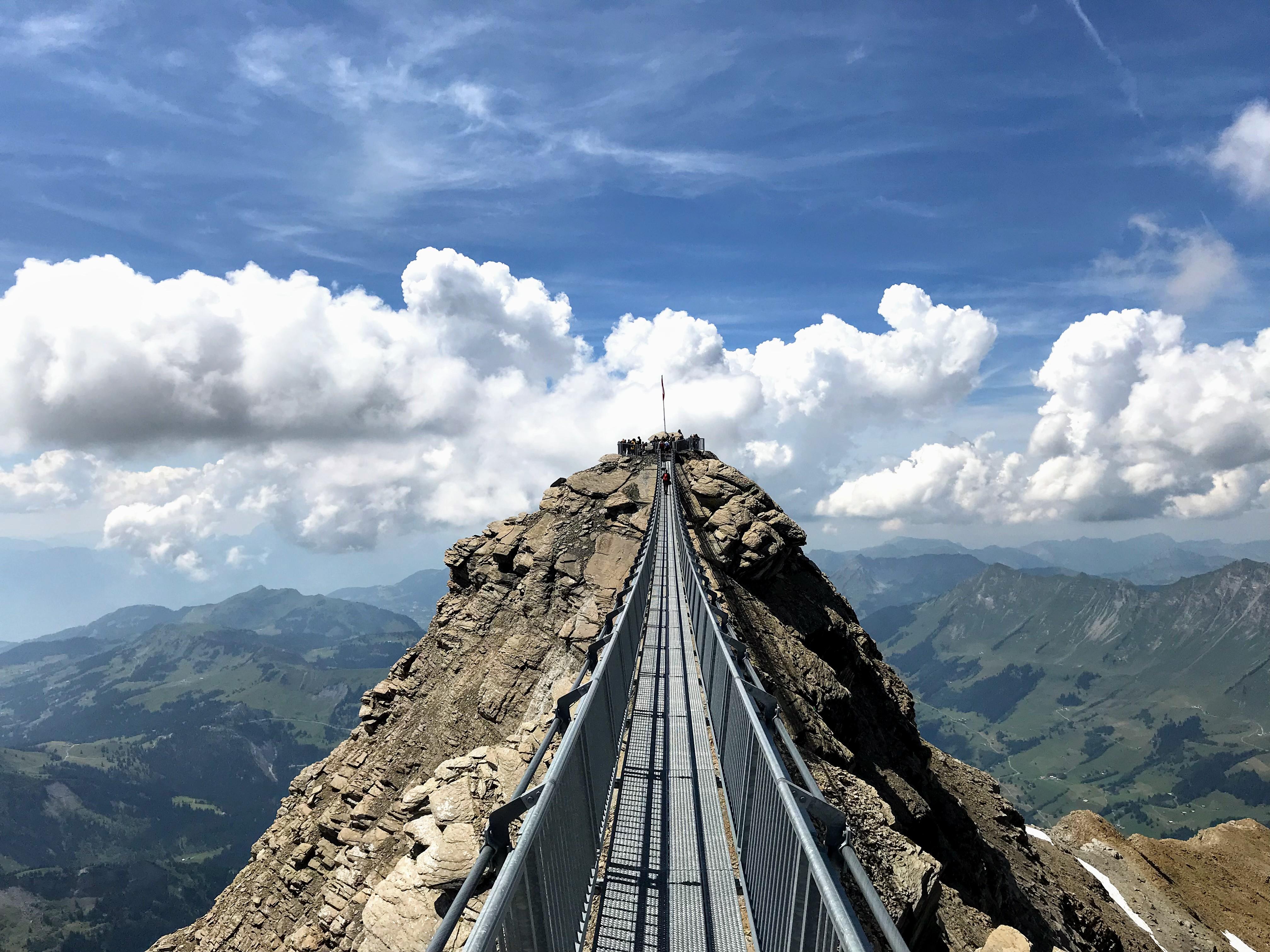 Peak Walk Glacier3000 Zwitserland