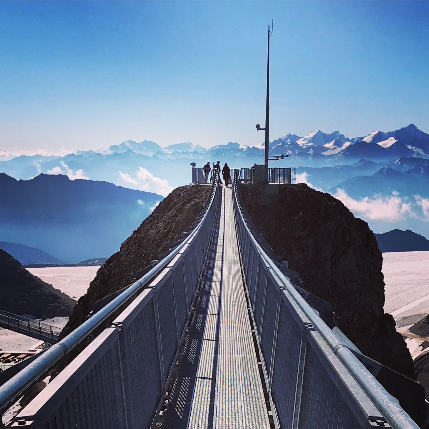 Peak Walk hangbrug Glacier 3000