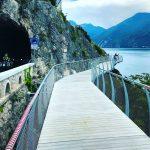 Een spectaculair fietspad aan het Gardameer