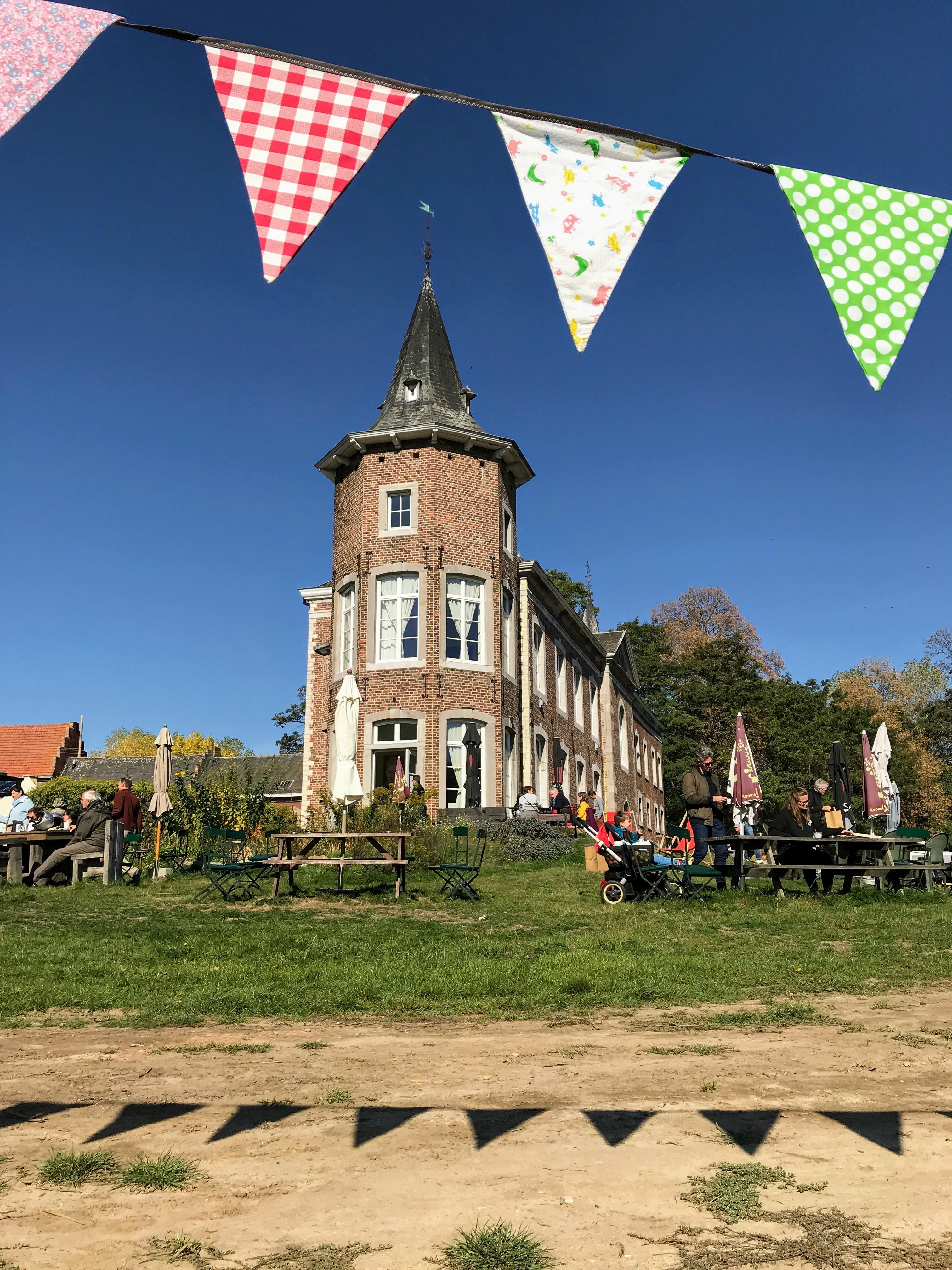 Terras en cafetaria Kasteel Nieuwenhoven - de bruisende stilte