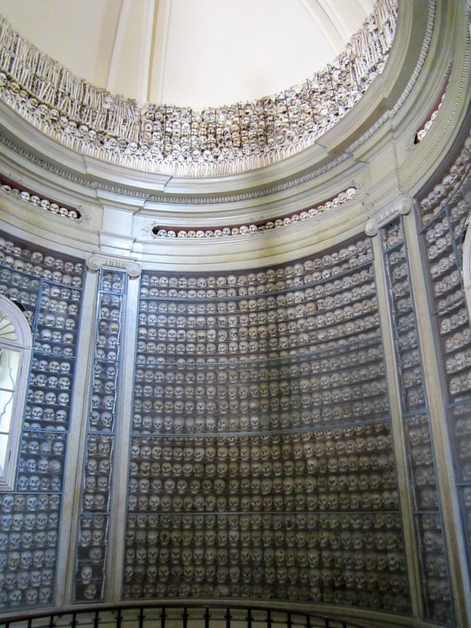 Kerkje met schedels in Solferino