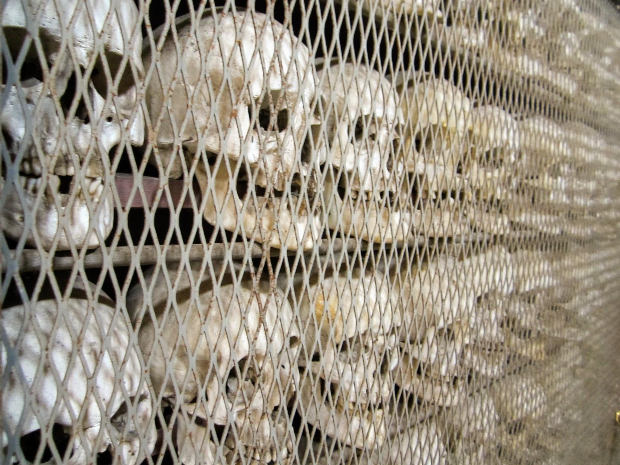 Kerkje met schedels aan het Gardameer