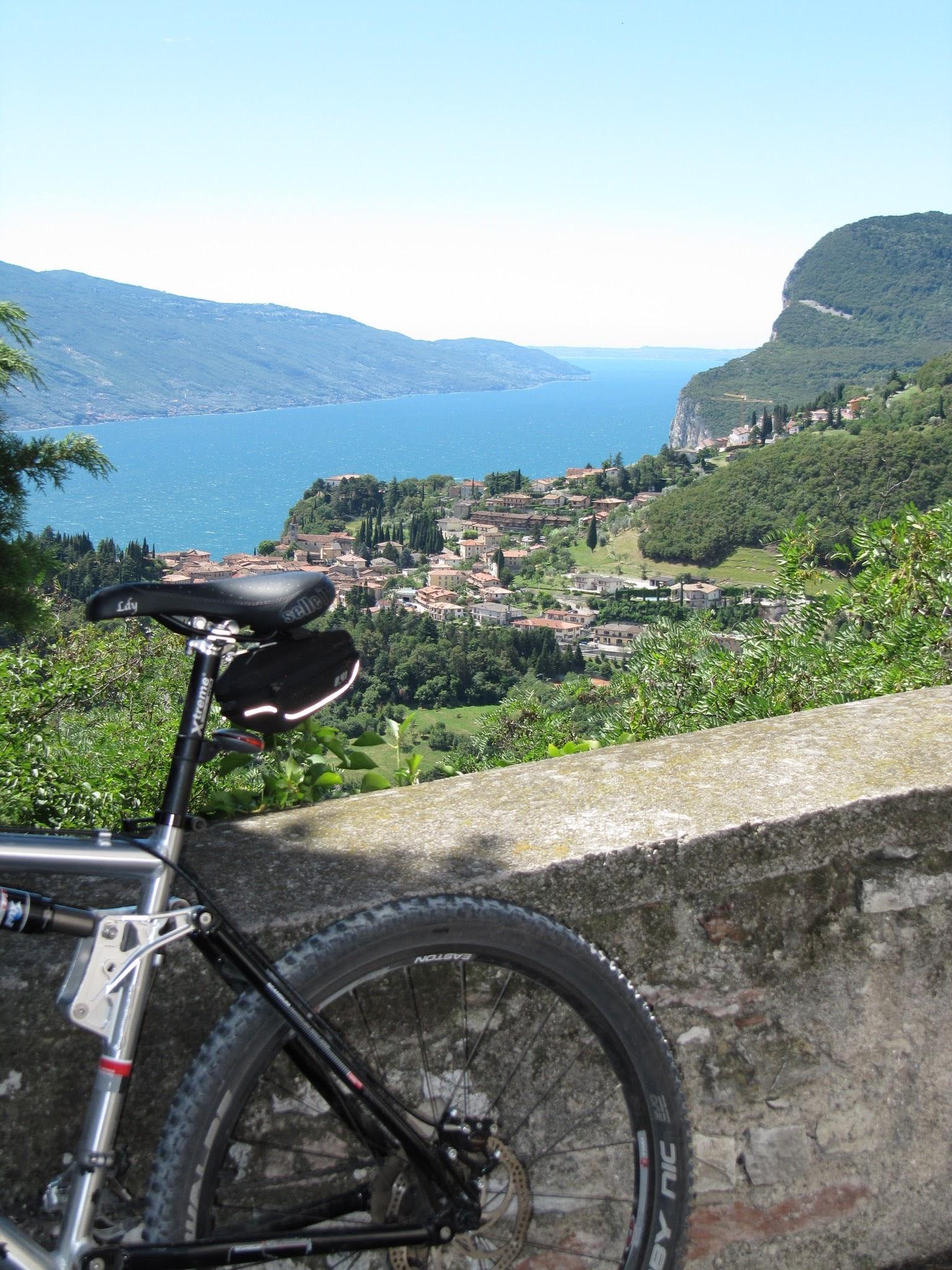 Mountainbiken aan het Gardameer