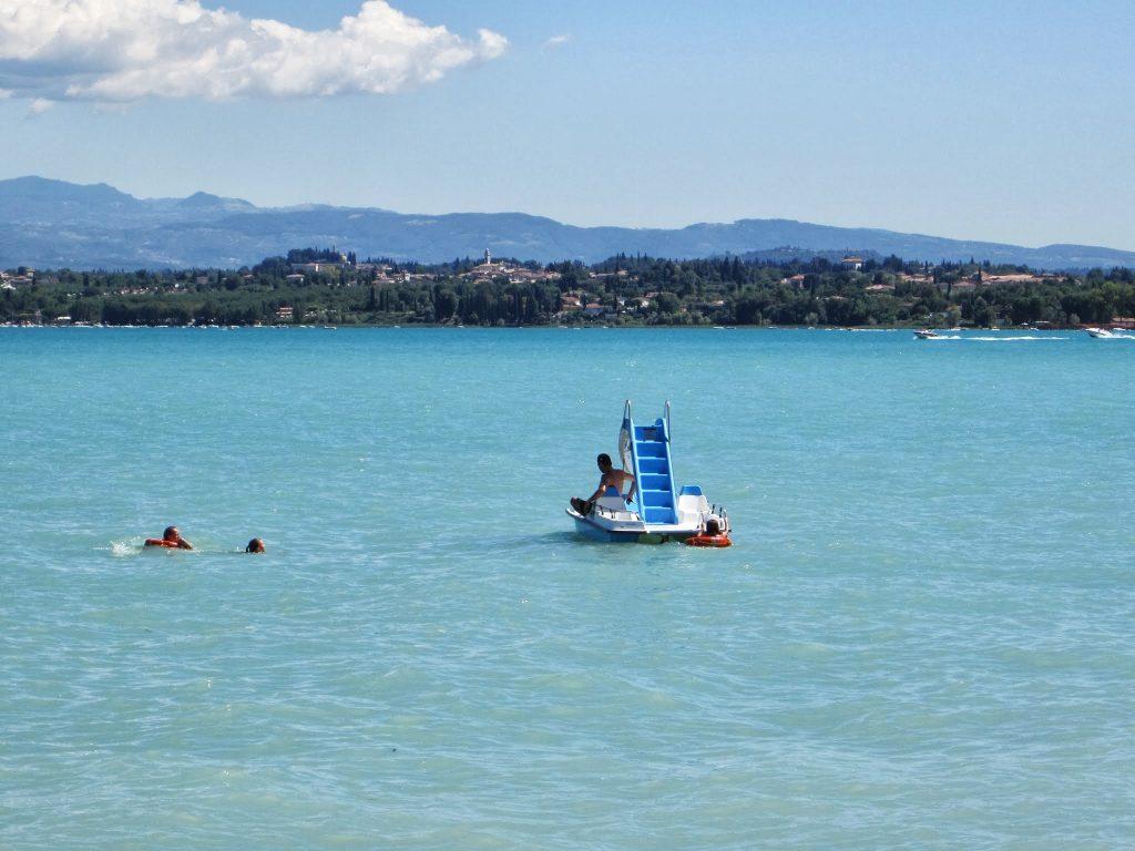 Waar waterfiets huren aan het Gardameer