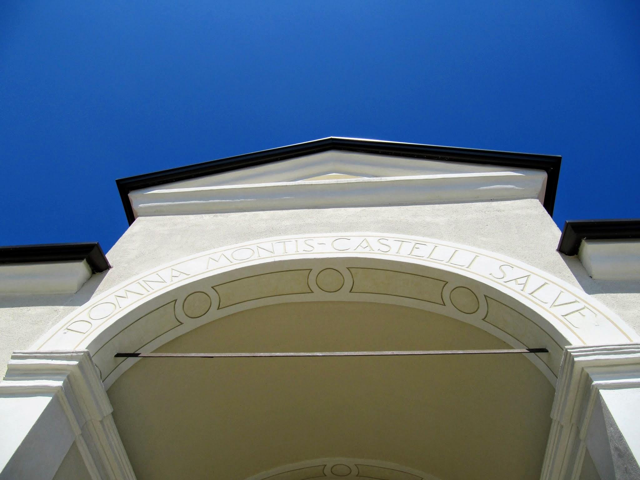 Ingang van Santuario di Montecastello in Tignale