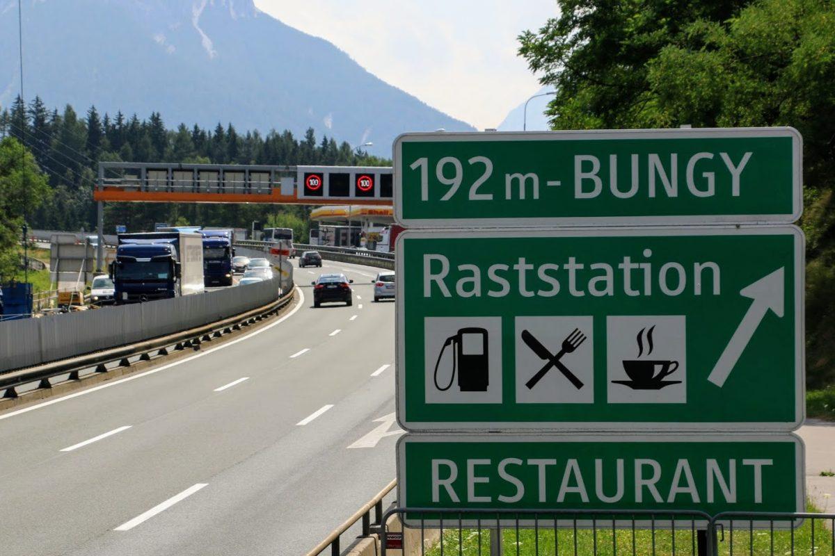 Restaurant naast snelweg Brennerpas Oostenrijk
