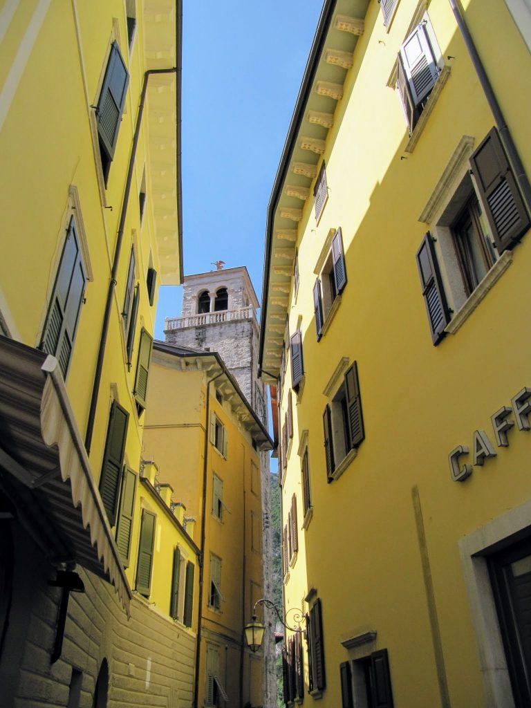 Gele gevels in Riva del Garda