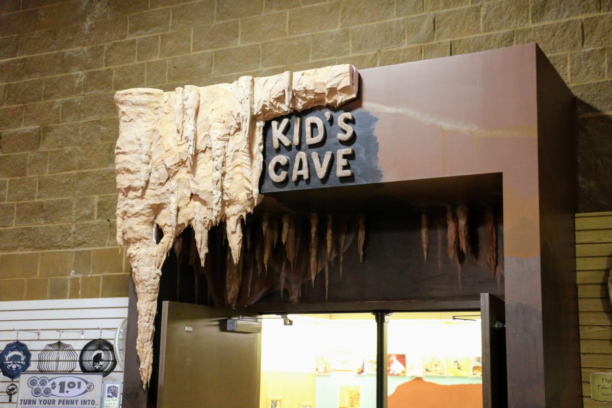 Kids cave Mammoth Hot Springs
