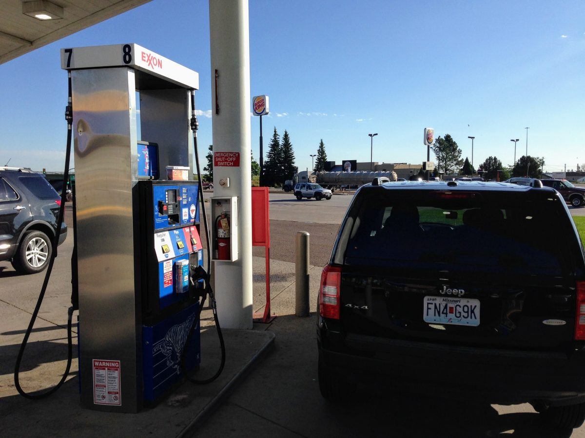 Tanken in Cheyenne onderweg naar Yellowstone