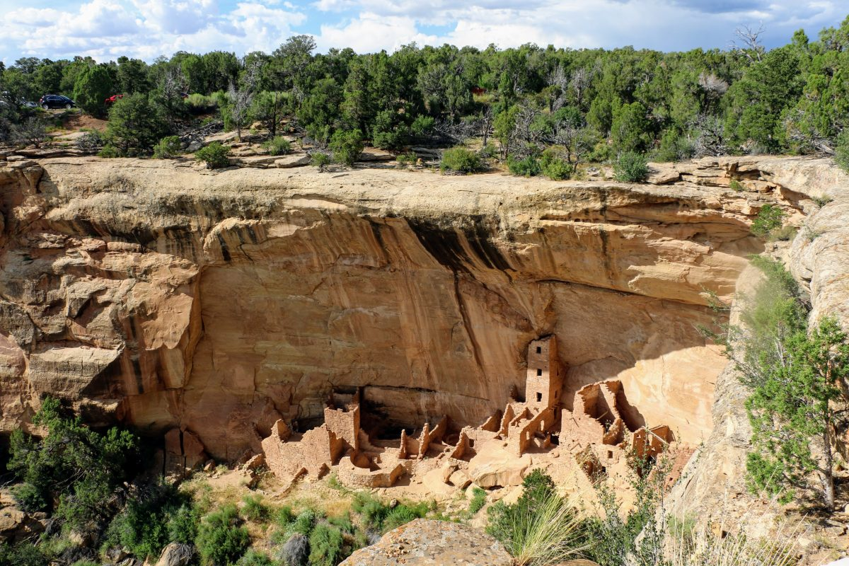 Mesa Verde huizen onder rotsen Amerika