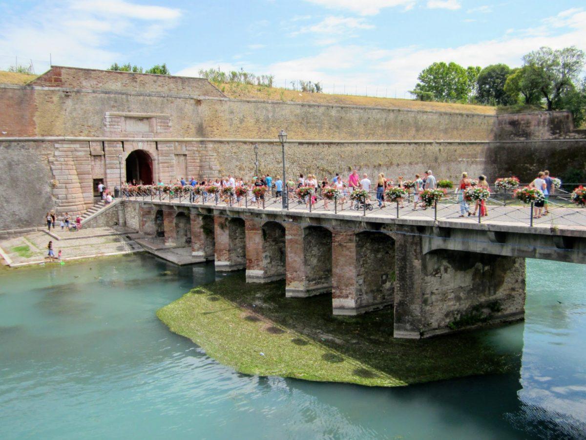 Voetgangersbrug in Peschiera del Garda