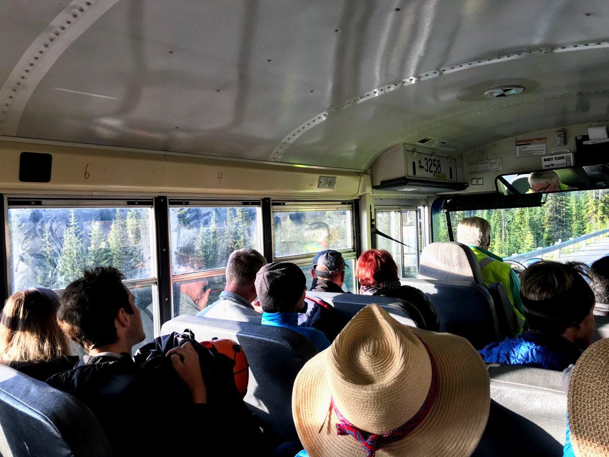 Bus naar Moraine Lake