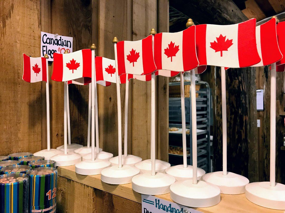 Staanders met Canadese vlag