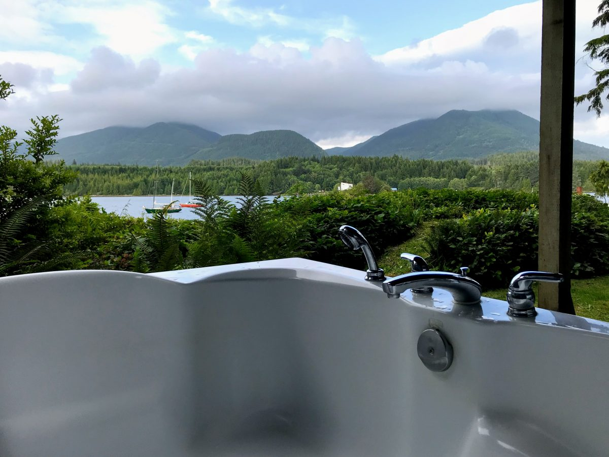 Hot Tub Water's Edge Shoreside Suites