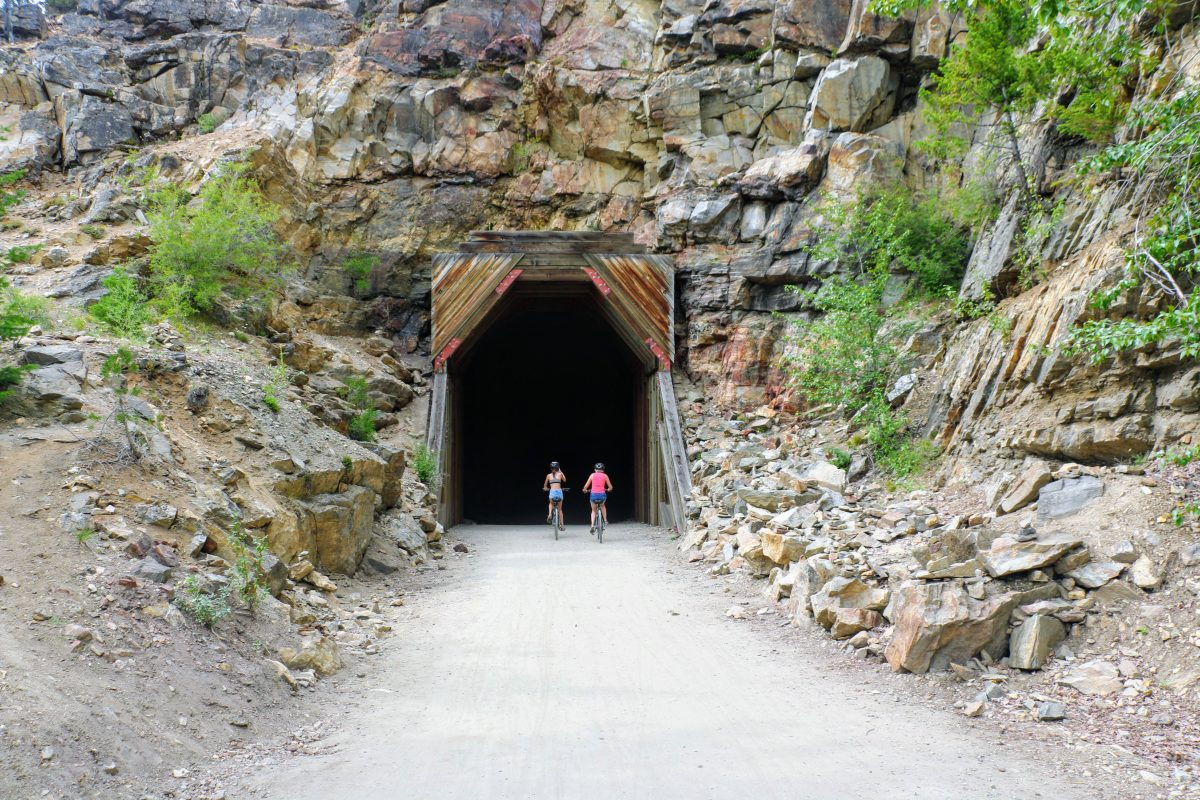 Fietsen door tunnel in Canada