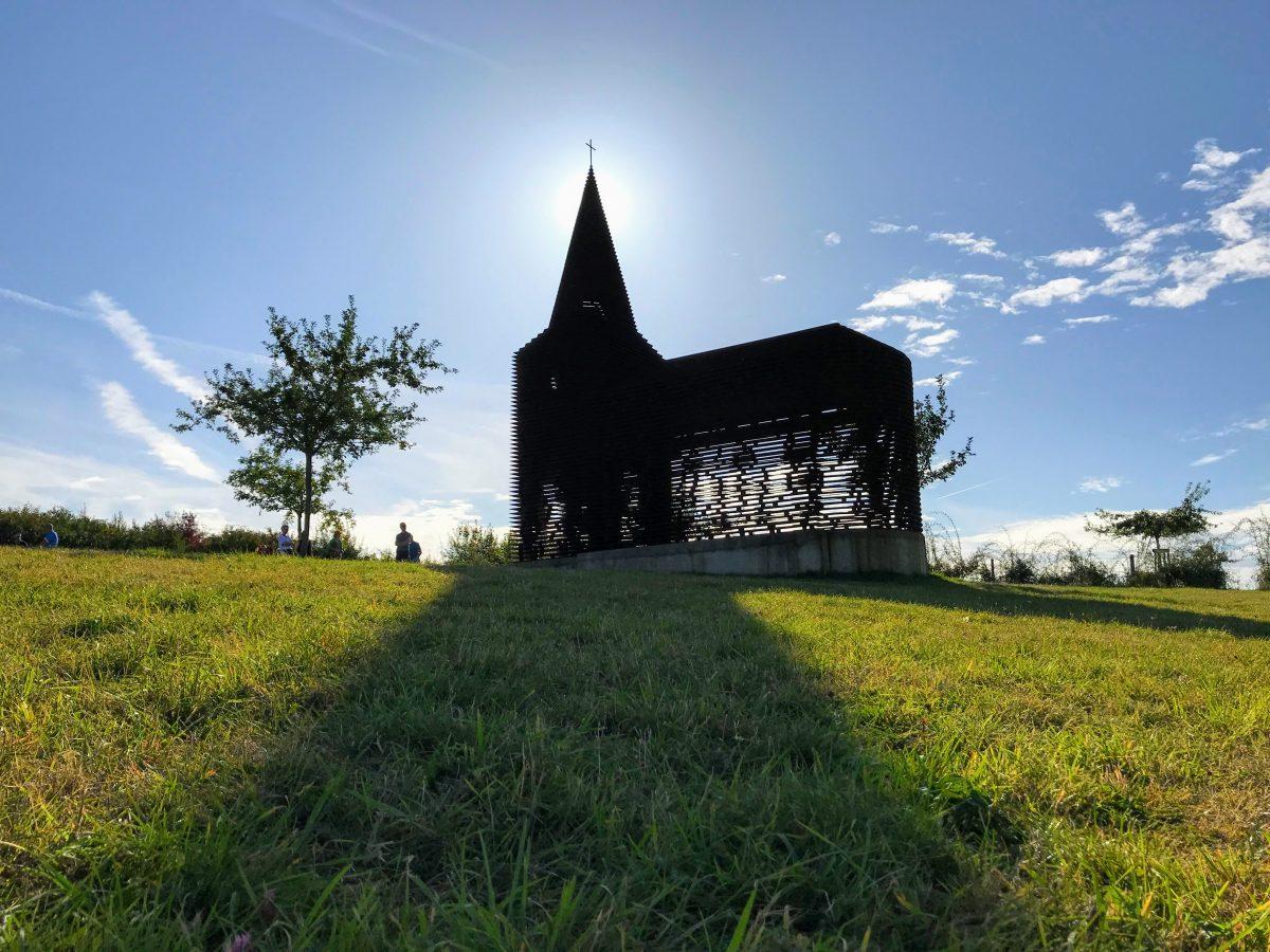 Schaduw van het doorkijkkerkje