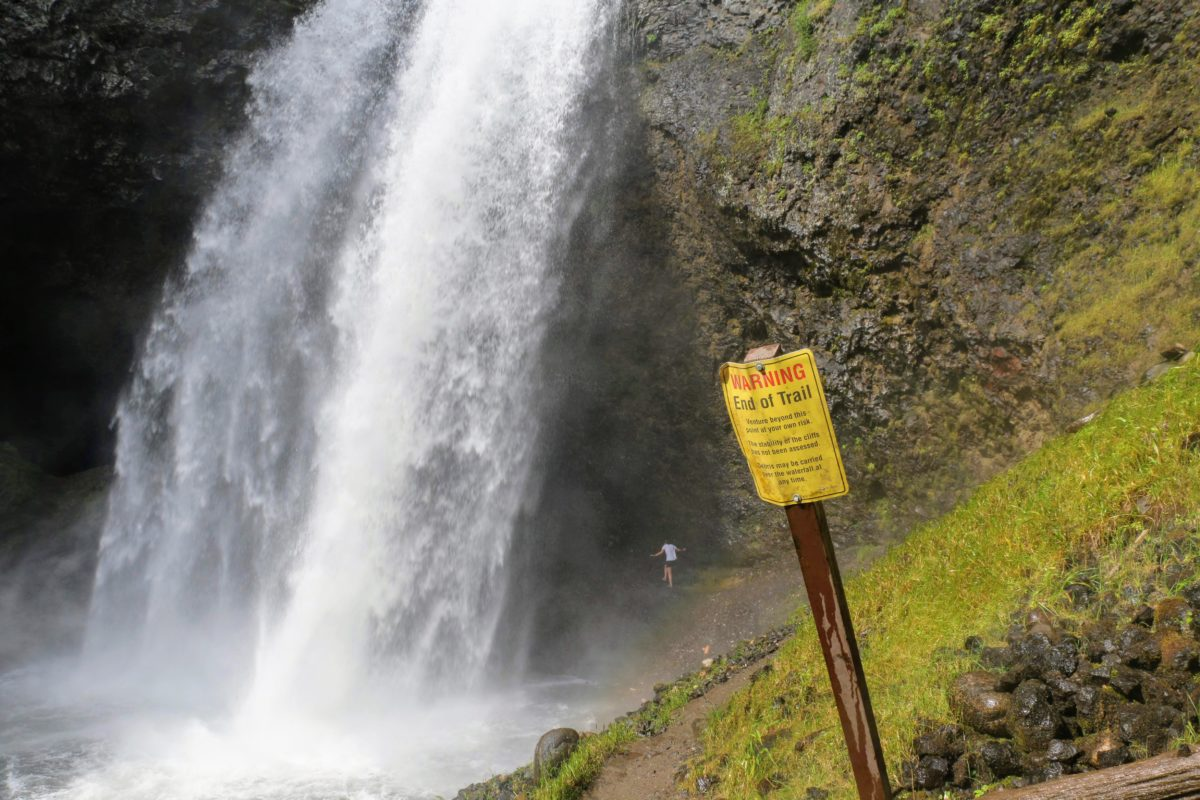 Moul Falls - Warning end of trail