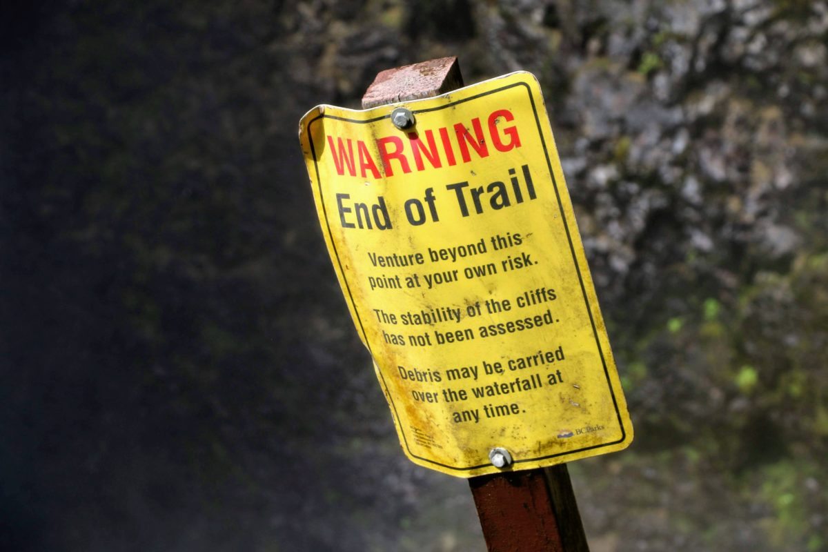 Warning end of trail sign
