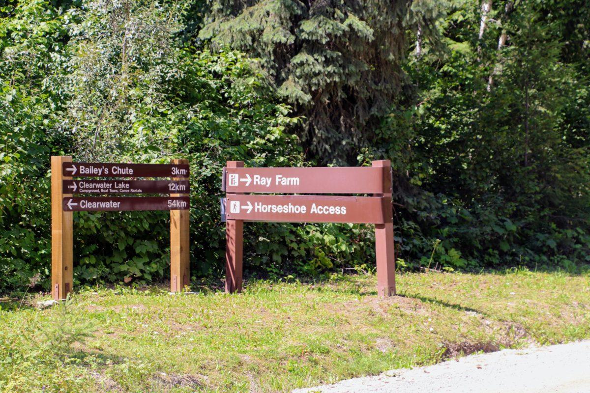 Wegwijzer Ray Farm Wells Gray Park