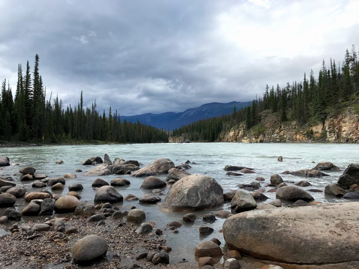 athabasca river rocks