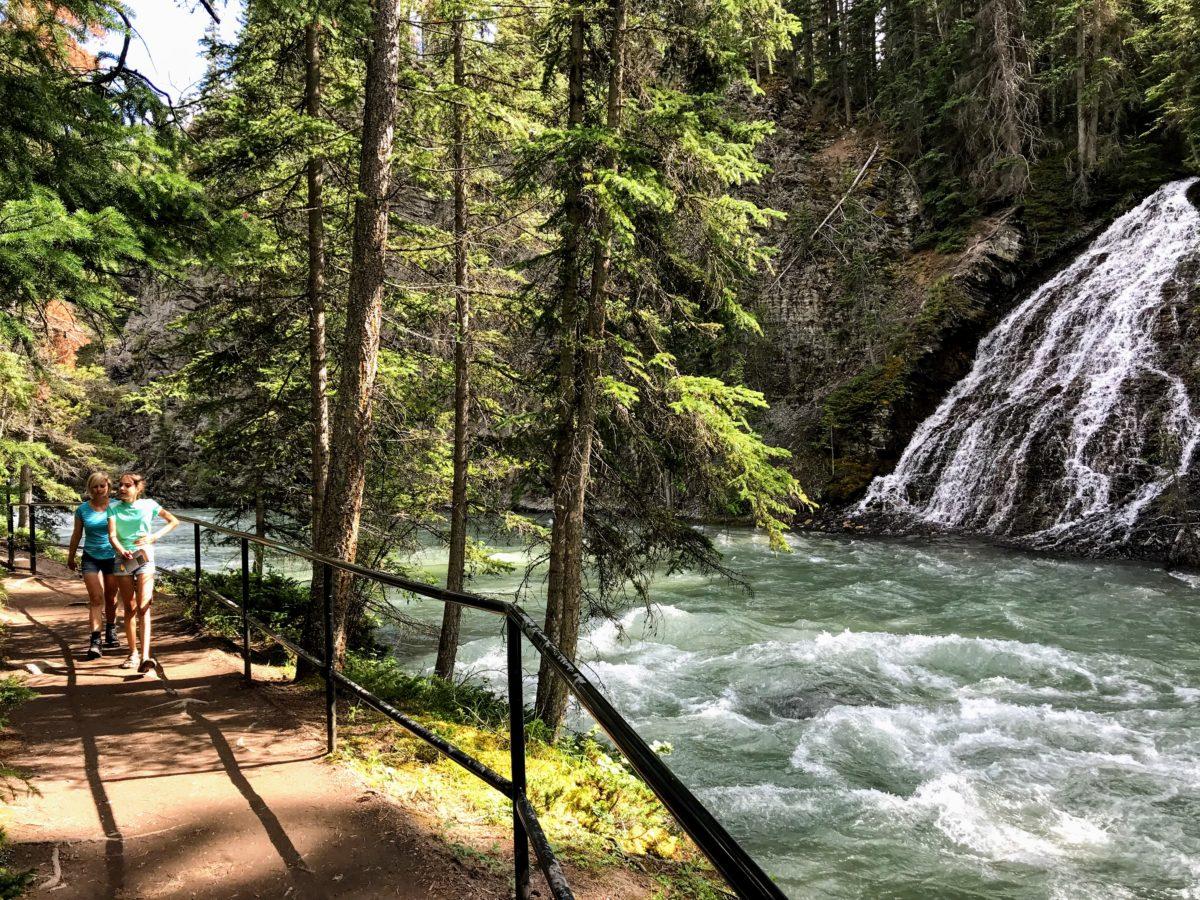 Wandelen in de Maligne Canyon Alberta