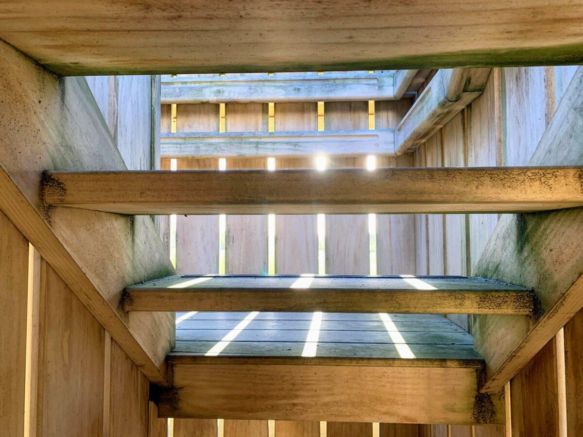 houten trap van de uitkijktoren in Wuustwezel