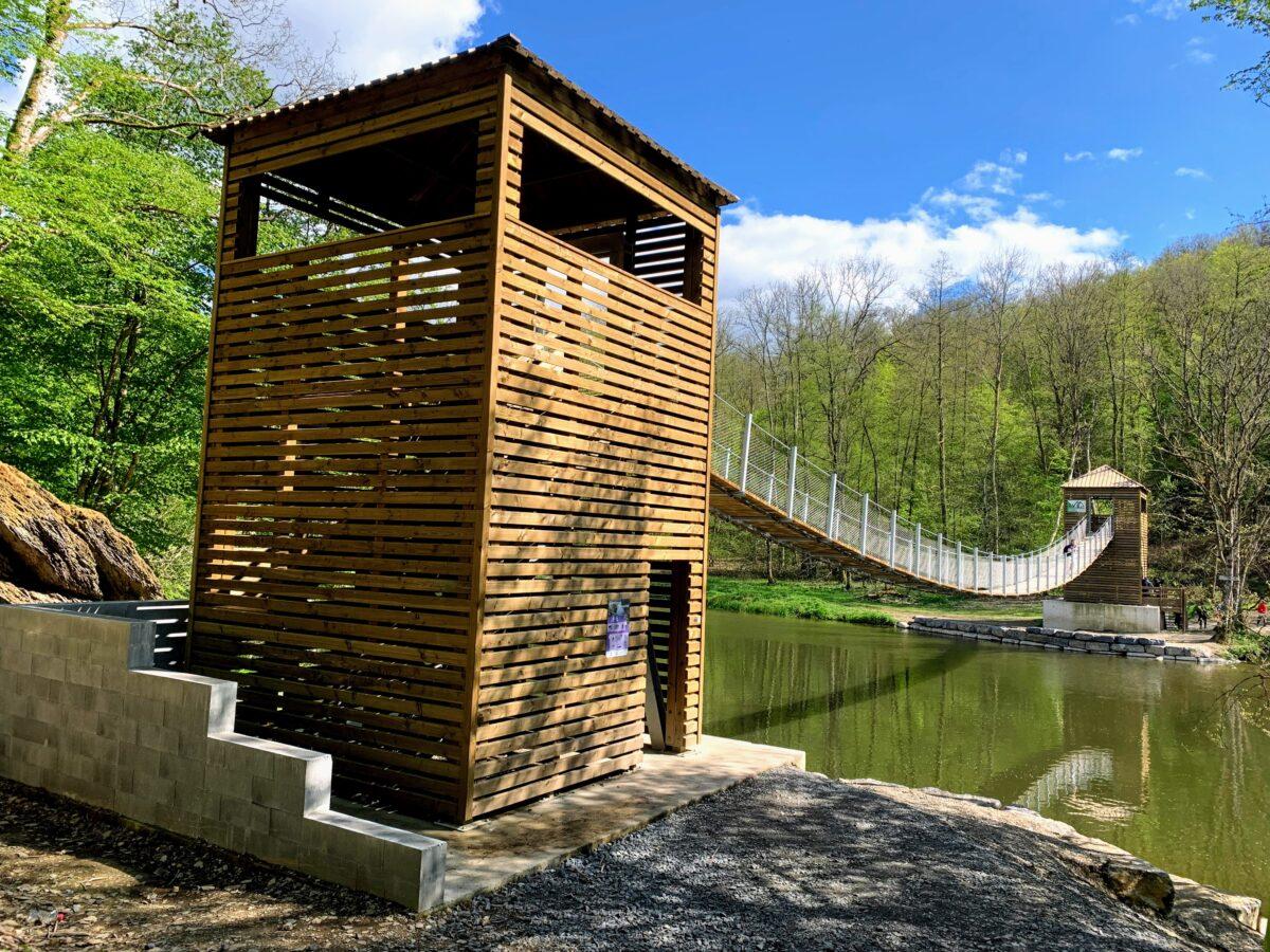 Hangbrug in Bouillon